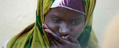 """Faadumi Husein, de 16 años, asegura que la infibulación """"duele mucho y duele todos los días""""."""