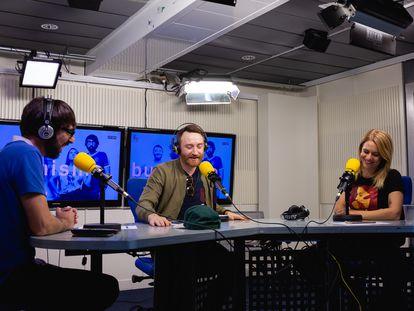 Quique Peinado, Manuel Burque y Henar Álvarez, en una grabación de 'Buenismo bien'.