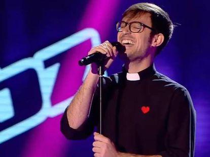 El padre Damián, intérprete de 'Hoy ya soy feliz'.