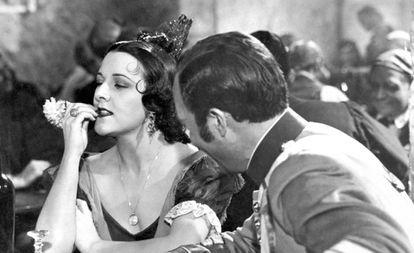 Imperio Argentina destilando en 'Carmen la de Triana' un cinismo de 'femme fatale' digno de Joan Crawford o Marlene Dietrich.
