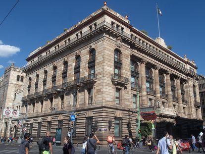 Fachada del Banco de México (Banxico) en Ciudad de México.