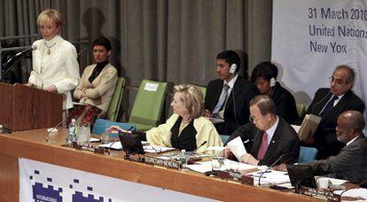 La vicepresidenta María Teresa Fernández de la Vega se dirige a los países de la conferencia de donantes para Haití, celebrada en la sede de Naciones Unidas en Nueva York.