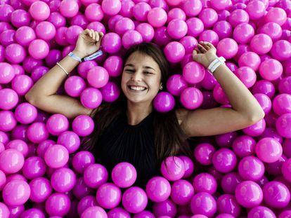 Hannah Herbst en una piscina de bolas durante Unleash 2019, un encuentro de talento joven que organiza cada año en Madrid la empresa española Trivu.