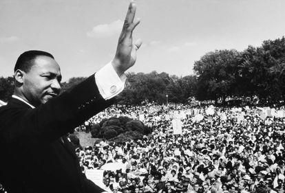 Martin Luther King da un discurso en el memorial de Lincoln durante la manifestación en Washington en 1963.