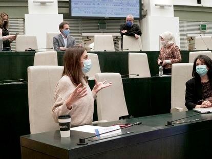 Rita Maestre y otros concejales de Más Madrid en el pleno municipal del 27 de octubre