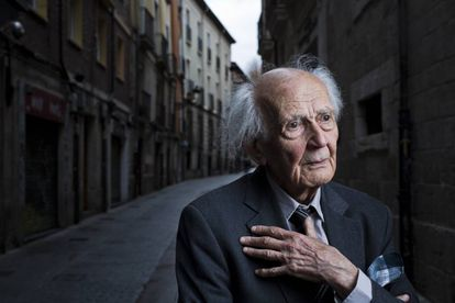 Zygmunt Bauman, sociólogo, filósofo y ensayista polaco, retratado en las calles de Burgos en noviembre de 2015.
