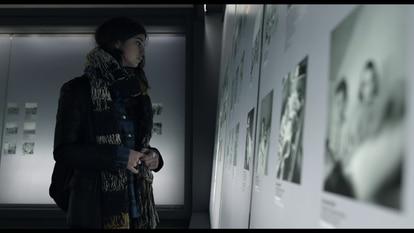La actriz Martina Gatti, en el museo de Bergen-Belsen, en el documental.