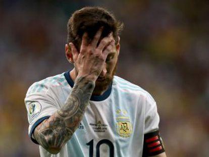 El jugador del Barça y la selección argentina han convenido renunciar a su currículo y delirios de grandeza para intentar formar un equipo capaz de ganar a Paraguay y Qatar