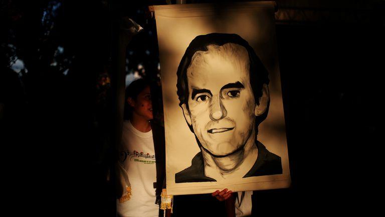 Un retrato de Ignacio Ellacuría durante un acto homenaje en El Salvador en 2017.