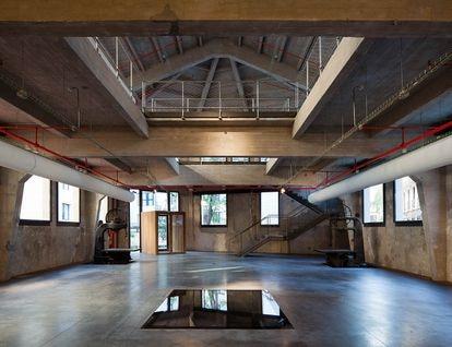 MediaLab Prado es un espacio multidisciplinar en el centro de Madrid, compuesto por espacios diáfanos que pueden servir desde salas de conferencias o espacio expositivo, a lugar para talleres o de reunión. |