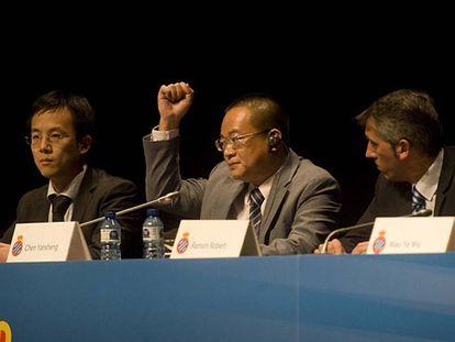 Chen Yansheng, presidente del Espanyol, en el centro.