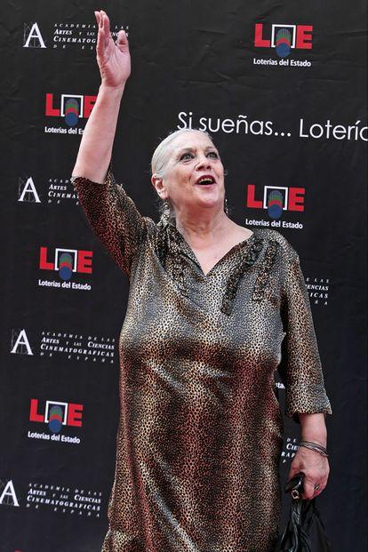 La actriz Terele Pávez, hermana de la también actriz Emma Penella (fallecida en agosto de 2007), saluda a los congregados en la inauguración del Paseo de la Fama de Madrid.