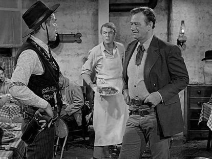 Un fotograma de la película 'El hombre que mató a Liberty Valance', de John Ford. Desde la izquierda, Lee Marvin, James Stewart y John Wayne.