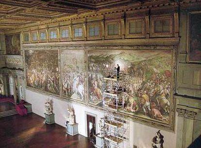 Vista de  <i>La batalla de Scannagallo,</i> de Vasari, en el Palazzo Vecchio de Florencia.