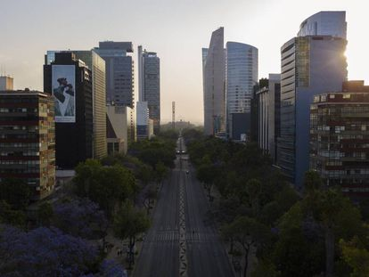 Vista panorámica a la avenida Paseo de la Reforma, en Ciudad de México, este 31 de marzo.