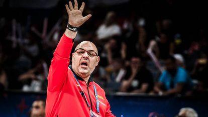 Lucas Mondelo da instrucciones durante el España - Rusia de cuartos de final del Eurobasket.