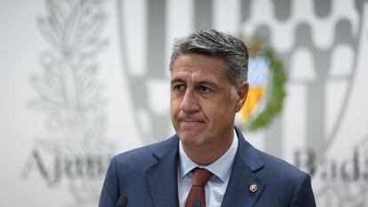Xavier García Albiol comparece ante los medios de comunicación tras el registro de la moción de censura contra él, este viernes en Badalona.