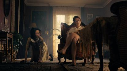 Chiara D'Anna y Sidse Babett Knudsen, en el filme.