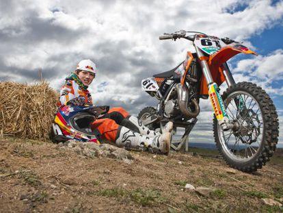 Retrato de Jorge Prado con su KTM.