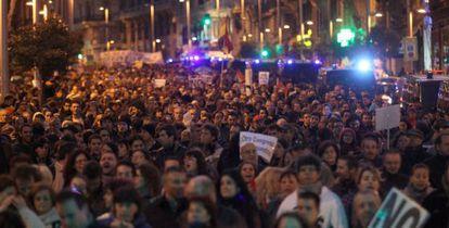 Participantes de la protesta en la Plaza de Neptuno de Madrid.