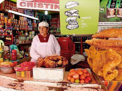 Los sándwiches que vende Crecencia Zurita en La Paz están elaborados con pierna de cerdo.