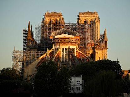 La  catedral de Notre Dame, ayer martes al amanecer.