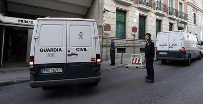 Un furgón de la Guardia Civil entra en la Audiencia Nacional.