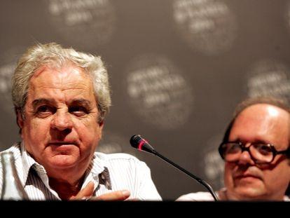 Juan Marsé (izquierda) y Pere Gimferrer, miembros del jurado del Premio Planeta en 2004, año en el que el primero redactó el diario recogido en 'Notas para unas memorias que nunca escribiré'.