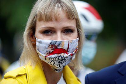 -FOTODELDÍA- EA6462. NIZA (FRANCIA), 29/08/2020.- La princesa Charlene de Mónaco asiste a la primera etapa del Tour de Francia, este sábado en Niza. El Tour arranca este sábado en Niza y culminará el 20 de septiembre. EFE/ Sebastien Nogier