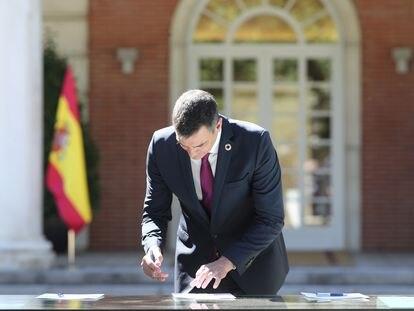 El presidente del Gobierno, Pedro Sánchez, este viernes en la firma del pacto por la reactivación económica en La Moncloa.