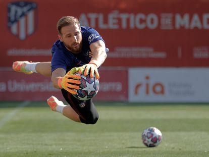 Jan Oblak durante un entrenamiento del Atlético.