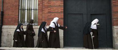La monja más veterana en las carmelitas de Valladolid, de 89 años, convive ahora en el convento con chicas de 18.