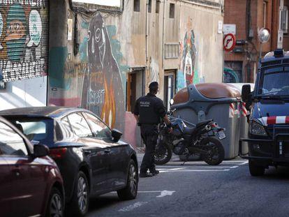 Los Mossos desalojan una casa okupada en Gràcia, Ka la Kastanya.