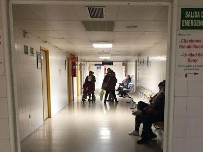 Imagen de un pasillo en el hospital La Paz, en Madrid, el 11 de marzo de 2020.