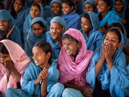Unas chicas durante una sesión de formación sobre la menstruación, en India.