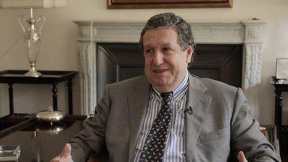 El expresidente Ramón Puerta, durante la entrevista en su casa de Buenos Aires.