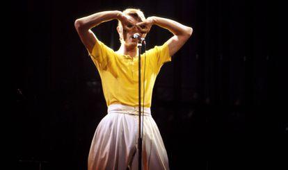 En 1978, durante la gira ' Low/Heroes', con esos pantalones 'oversize' que puso de moda.