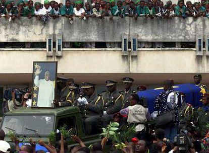 Los restos de Laurent Kabila, en las calles de Kinshasha en enero de 2001.