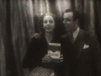Eva Duarte y Claudio Martino, protagonistas del corto publicitario 'La luna de miel de Inés' (1938).