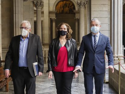 Ernest Maragall, Ada Colau y Jaume Collboni escenifican el pacto en el Ayuntamiento de Barcelona