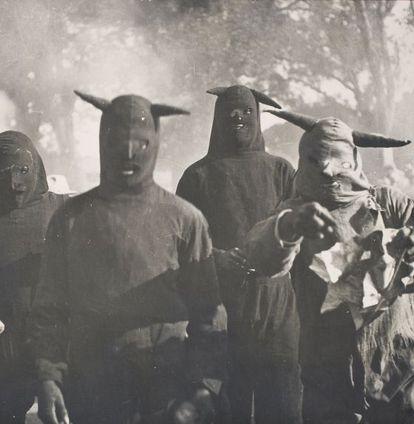 'Sin título, Carnaval de Huejotzingo, Puebla', 1941, de Kati Horna. © 2005 Ana María Norah Horna y Fernández