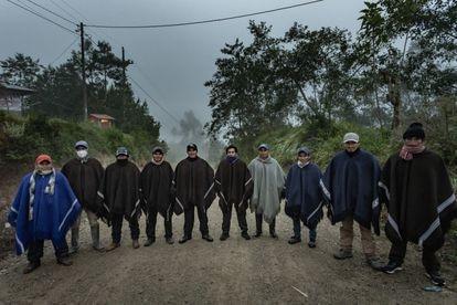 Los Ronderos, que atienden al candidato Pedro Castillo, custodian su casa en Chugur, en la provincia de Chota, Cajamarca, Perú.