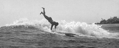 Duke Kahanamoku, el legendario surfero.