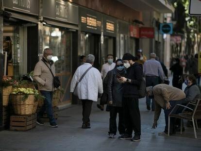 La calle Gran de Sant Andreu, uno de los ejes comerciales más animados del distrito.