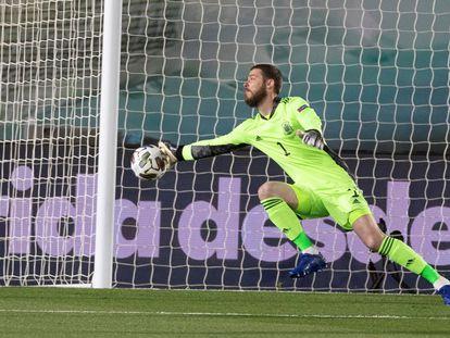 David De Gea, detiene un peligroso remate durante el último España-Suiza de la Liga de Naciones. / Rodirgo Jiménez (EFE).