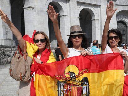 Acto organizado en julio de 2018 por la fundación Francisco Franco en el Valle de los Caídos en contra de la exhumación de los restos del dictador.
