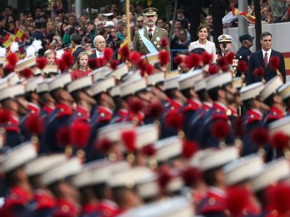 El rey Felipe VI preside el desfile militar del 12 de octubre, en Madrid.