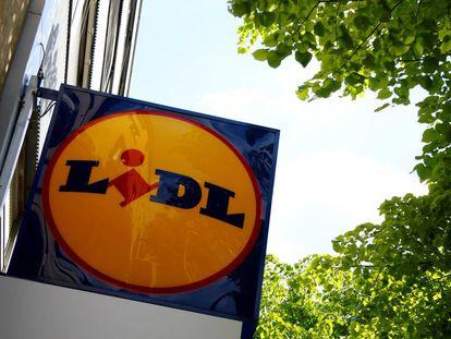 Un logo de la compañía Lidl en un supermercado en Viena, Austria.
