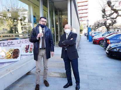 El abogado Evaristo Nogueira y su defendido en la Pokémon, Francisco Fernández Liñares, este miércoles por la mañana antes de entrar al juicio en la Audiencia Provincial de Lugo.