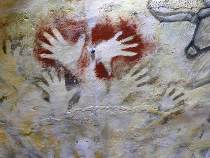Las manos pintadas ya conocidas en la cueva de Altamira, donde se han encontrado tres más.